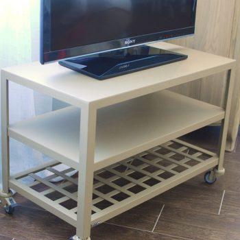 02892008 Mueble TV con rejilla y ruedas