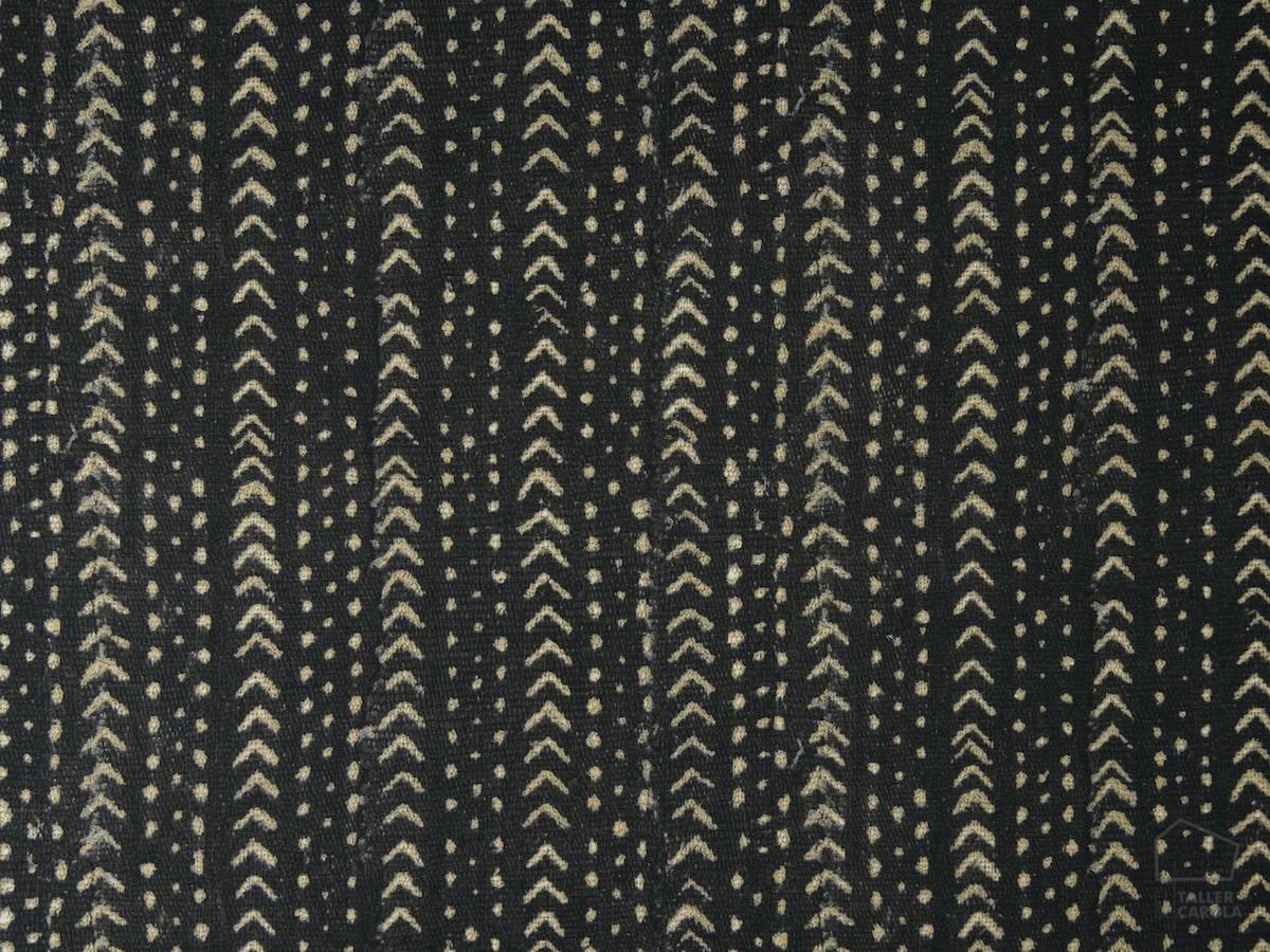 056sie01-telas-estampados-etnicos-negro