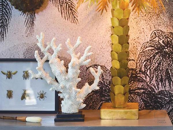 086a0a9002 Coral con Peana