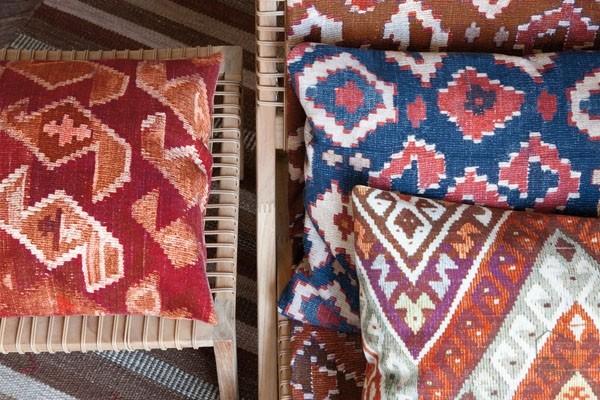 Cojines a medida telas con estampado kilim el taller - Tipos de tela para tapizar ...