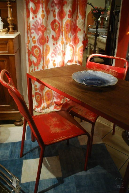 Sillas y mesa estilo industrial ( teca/hierro ), telas ikats