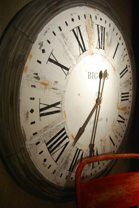 Escaparate valencia disseny week 2012 el taller de carola for Reloj pared estilo industrial