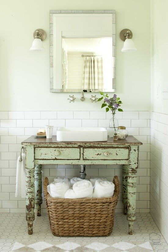 apliques estilo vintage con tulipa de cristal para el baño