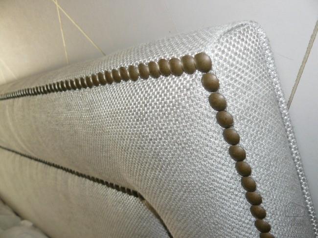 Detalle cabecero tapizado chinchetas a medida con - Cabeceros tapizados en tela ...