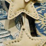 Estrellas de tela con tachuelas